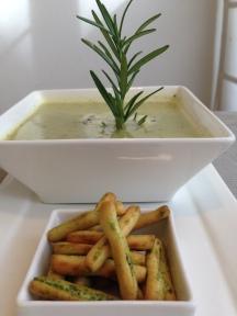 Courgettesoep met knoflook en rozemarijn van Foodie Fredi