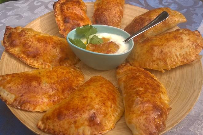 Empanada's met lamsgehakt en mangochutney